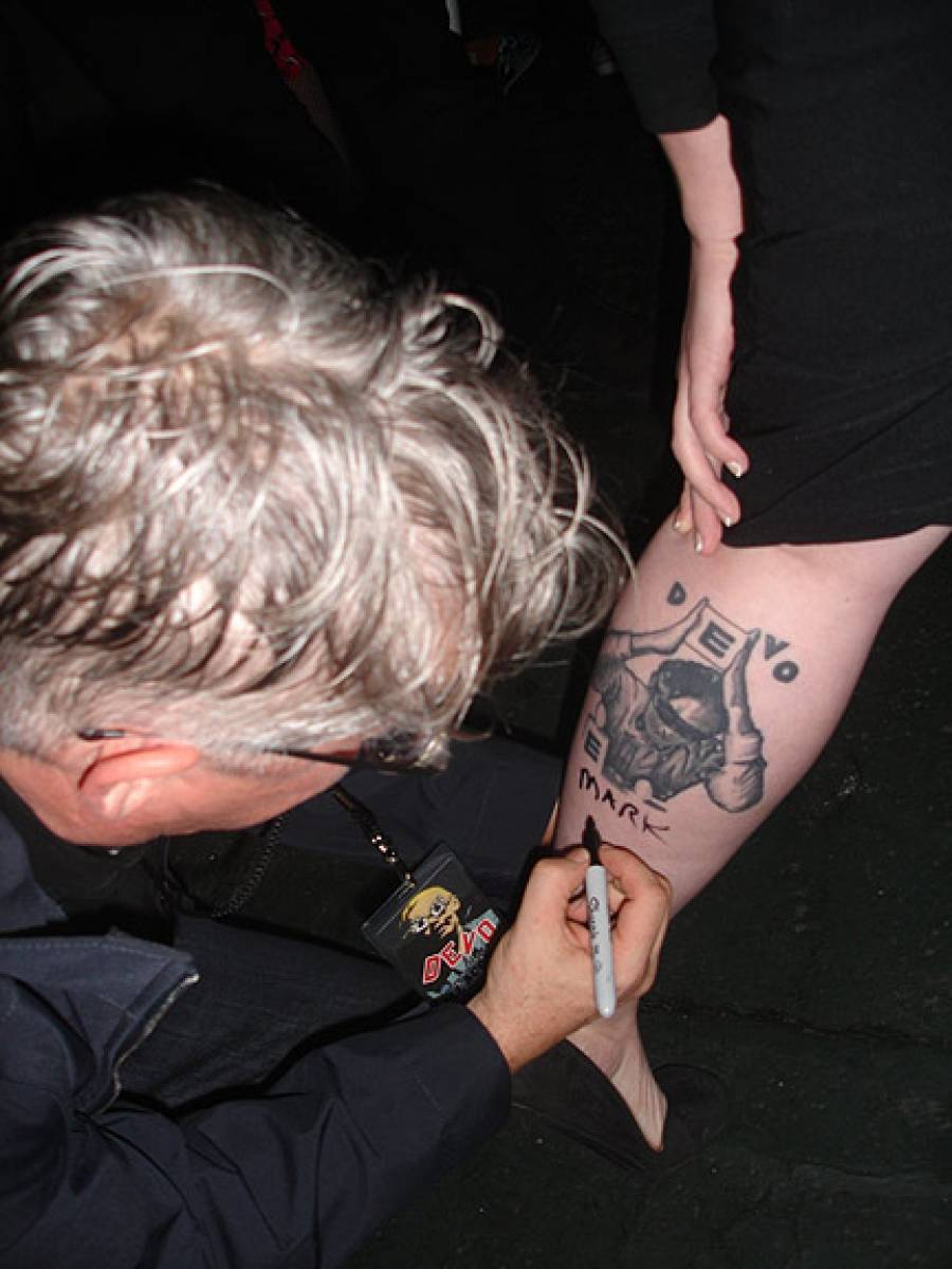 11/3/09: Mark Signs Tattoo