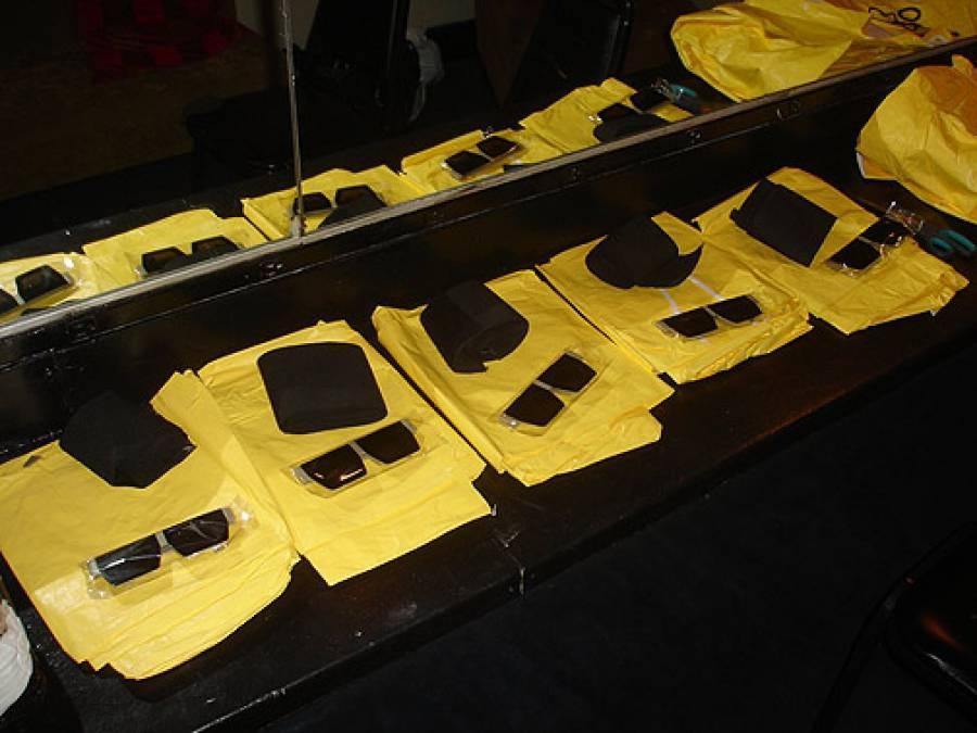 11/3/09: DEVO Gear Backstage