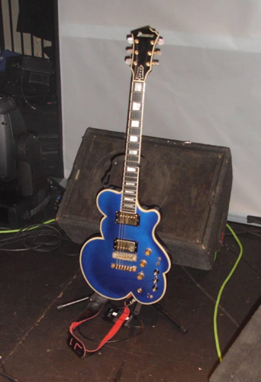11/3/09: Bob1 Guitar at SoundCheck